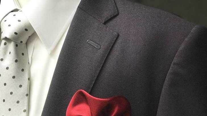 スーツのボタン穴